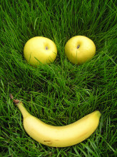apples and banana form a smiley face